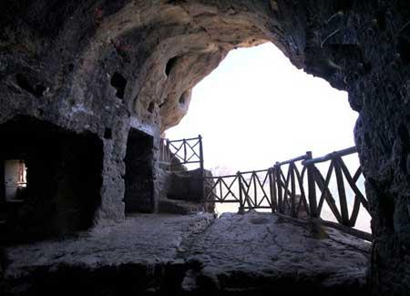 در کدام استان ایران غار کرفتو قرار دارد؟ | کردستان کرمانشاه آذربایجان غربی