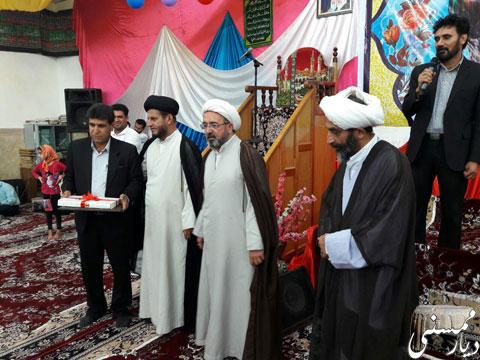 اهدای لوح سپاس به شهردار نوراباد