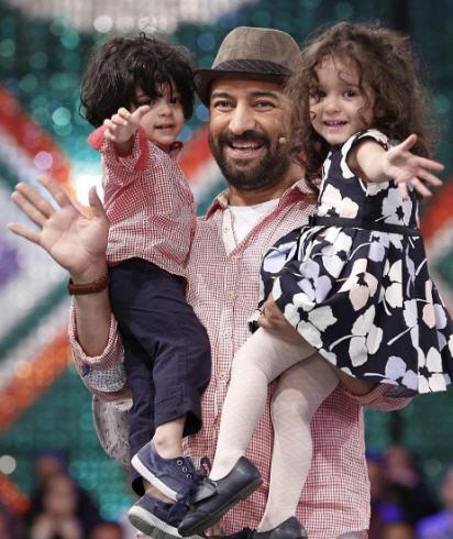 عکس مجید صالحی و همسرش رامینه اکبری خادم و دوقلوهایش+بیوگرافی