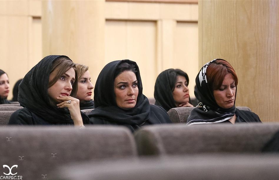 شبنم قلی خانی و سارا خوئینی ها در مجلس ختم پدر لاله و ستاره اسکندری