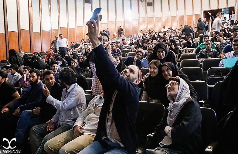 بابک حمیدیان و مینا ساداتی در اکران فیلم هیهات