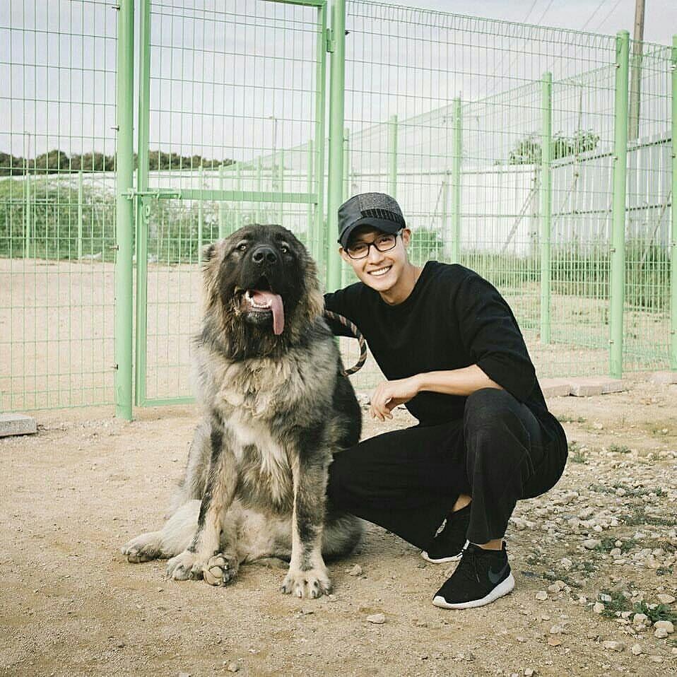 Kim Hyun Joong taking photos to his youngsim 2016.09.30