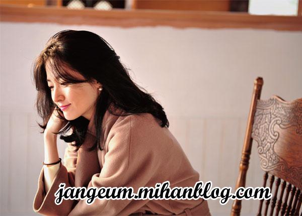 http://s8.picofile.com/file/8271849192/magazine2.jpg