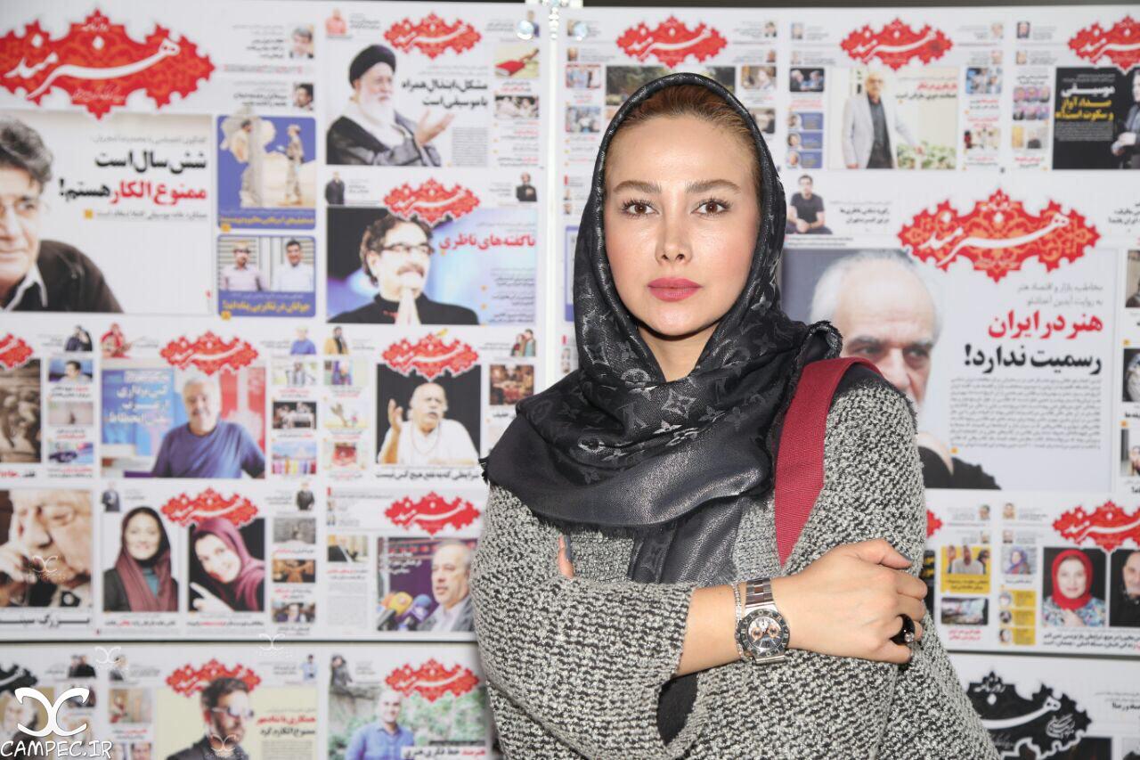 آنا نعمتی در نمایشگاه مطبوعات
