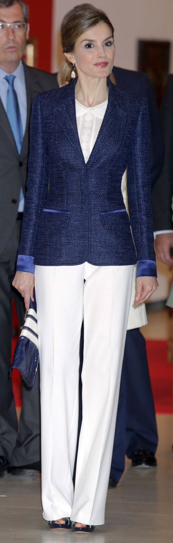 شیکترین مدل جدید کت شلوار زنانه دو رنگ آبی سورمه ای و سفید