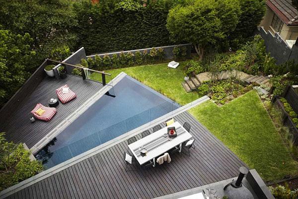 طراحی زیبای باغچه و فضای سبز در حیاط
