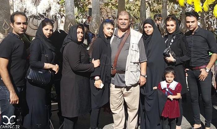 عکس کیانوش گرامی با خانواده اش
