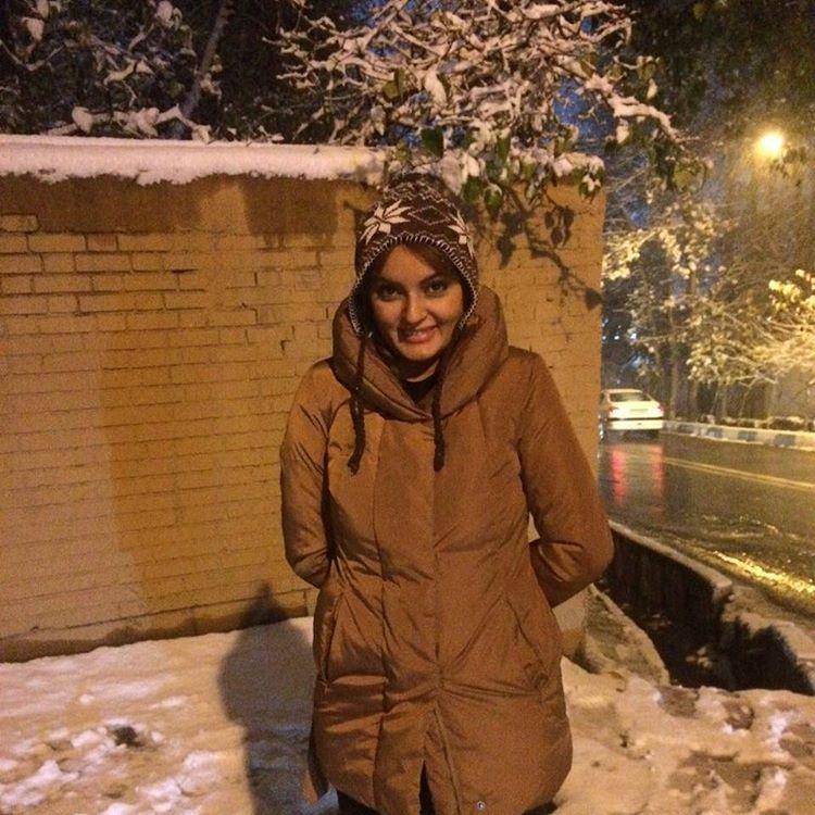 نیلوفر پارسا در روز برفی تهران