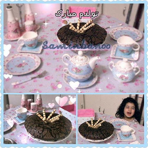 کیک شکلاتی خودم پز بفرمایید نوش جان بزن 29.8.95 آبانی ام بشقاب گلگلی رومیزی گلگلیسم آبی صورتی