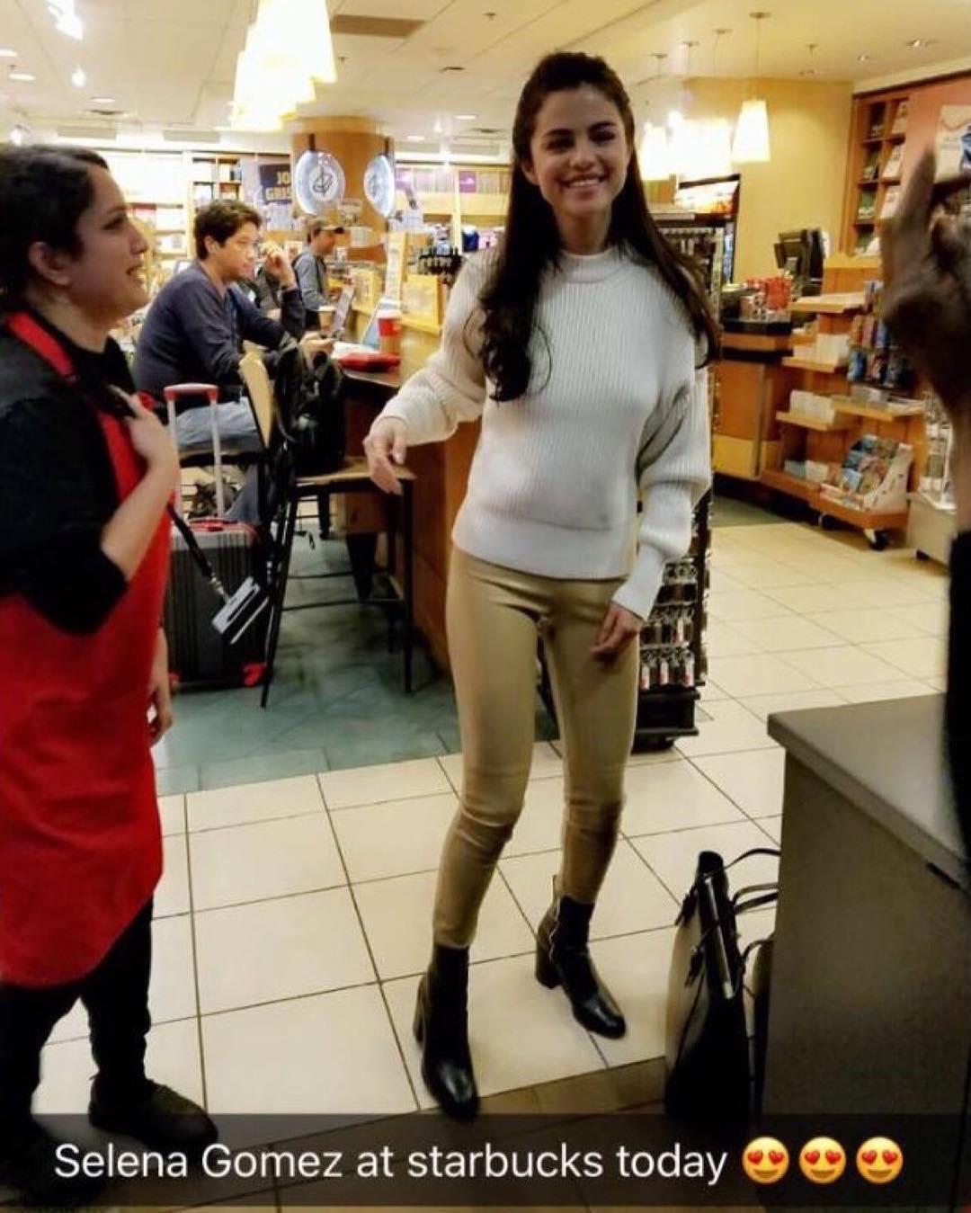 28 نوامبر : عکس های جدید سلنا در استارباکسی در دالاس، تگزاس