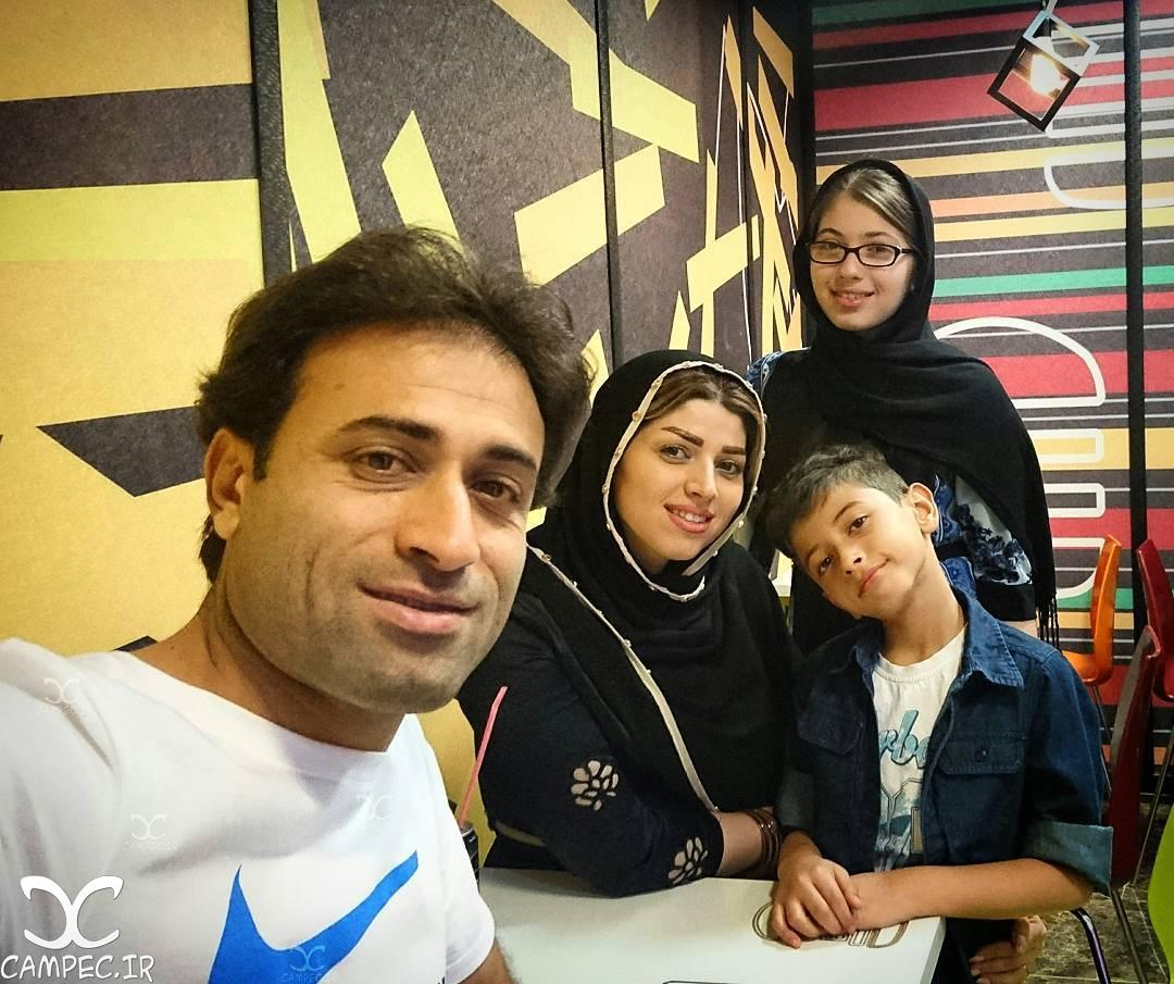 عکس مهدی رجب زاده با خانواده اش