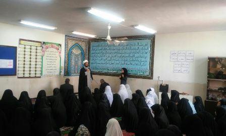 بازدید امام جمعه شهر قهدریجان حجت الاسلام والمسلمین حاج آقا هاشمی از مدارس دخترانه و تقدیر از مدیر�