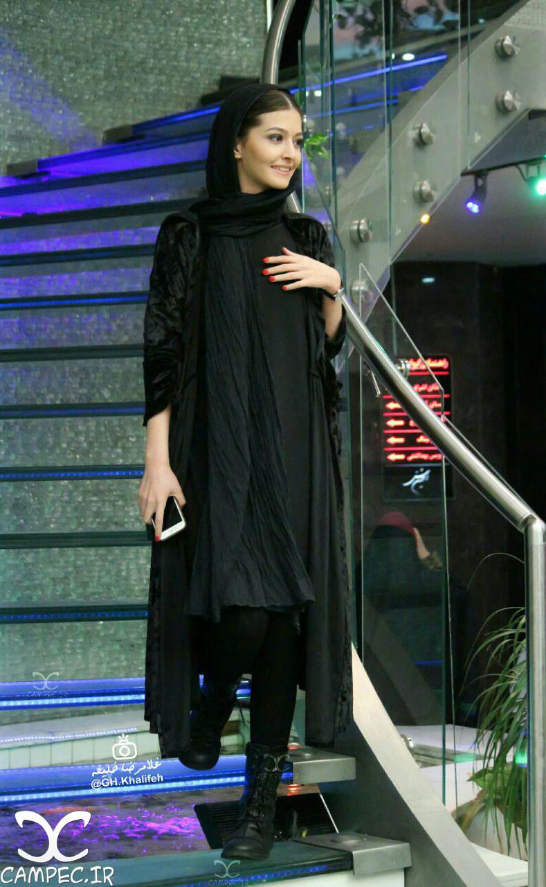 پردس احمدیه در مراسم اکران فیلم لاک قرمز