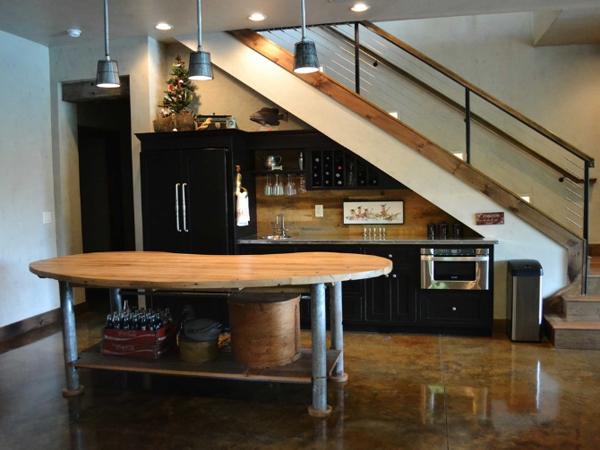 استفاده از فضای زیر دستگاه پله(آشپزخانه)