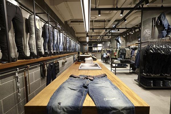 طراحی فروشگاه پوشاک مردانه جین
