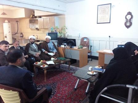 برگزاری جلسه در دفتر امام جمعه شهر قهدریجان در خصوص  اعتکاف سال گذشته و دادن نقطه نظرات متفاوت