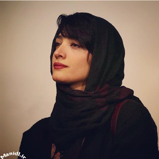 عکس مینا ساداتی در اکران فیلم لاک قرمز