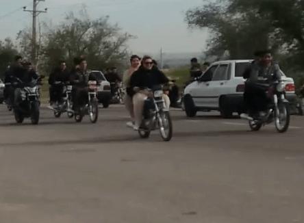 دانلود فیلم جنجالی موتور سواری دو دختر در دزفول