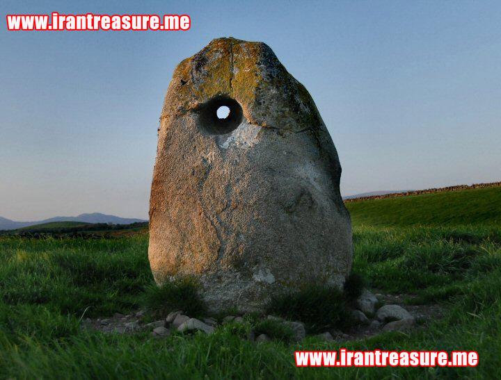 dlk952 سنگ سوراخ شده یا سنگ دوربین در گنج یابی