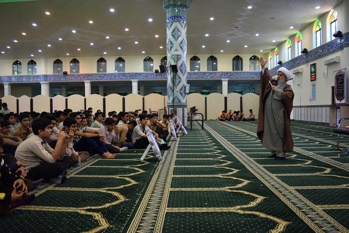 تصاویر جشن تکلیف ۳۰۰ دانشآموزان پسر  با حضور عموی قرآنی در بندرلنگه