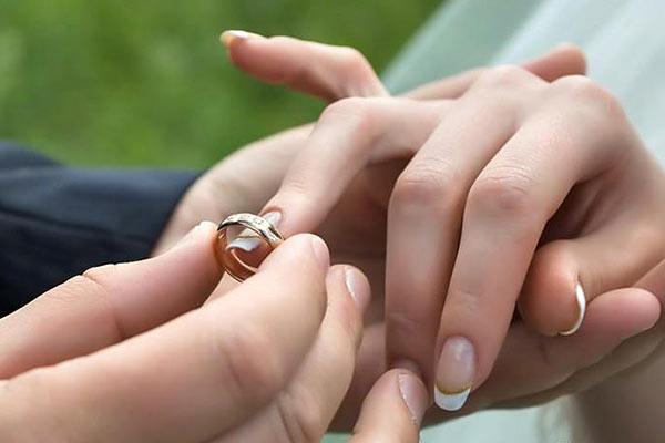 تاثیر ژل سفید کننده ایموشن در ازدواج دختر و پسر