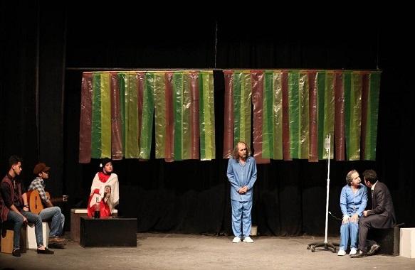 نمایش« منهای دو» با مشارکت سازمان فرهنگی اجتماعی ورزشی شهرداری رشت در مجتمع خاتم الانبیاء (ص ) به روی صحنه رفت