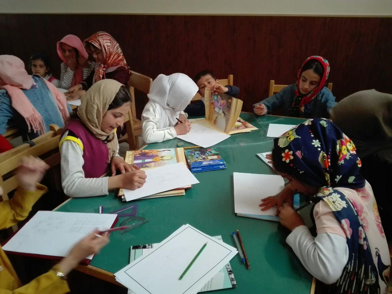 برگزاری ایستگاه نقاشی کتابخانه عمومی شهید خدابنده لو زرین رود