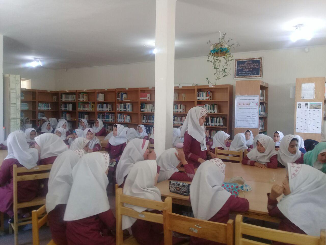 برگزاری ایستگاه نقاشی و بازدید مدرسه ابتدایی برکت سمیه از کتابخانه عمومی نور نوربهار