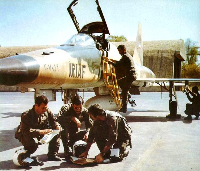 جنگ تحمیلی - خلبانان ایرانی نورثروپ اف-۵ عکس