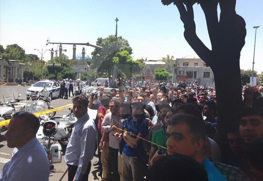 تجمع مردم بعد از حادثه تروریستی مجلس