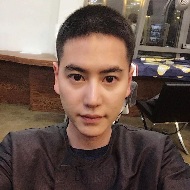 http://s8.picofile.com/file/8298329818/n_kyuhyun_20170425_1522211732893197483.jpg
