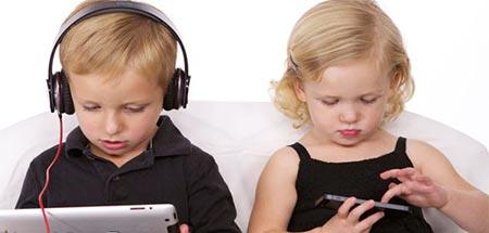 سن مناسب کودک براي استفاده از موبايل و تبلت | مجله اينترنتي هلو