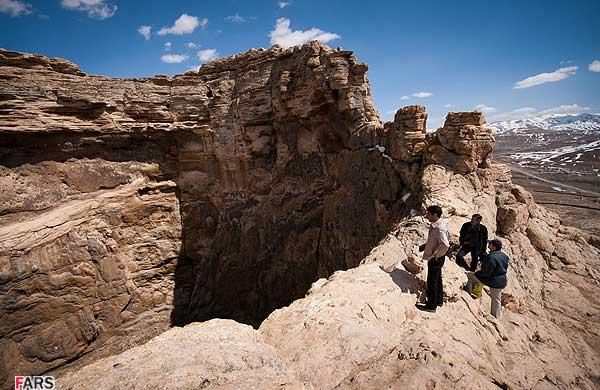کوه زندان دیو شهرستان تکاب