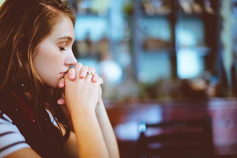 چگونه بر ذهن خود مسلط شویم؟ ۹ راهکار مؤثر برای دستیابی به آرامش و رهایی از مشکلات