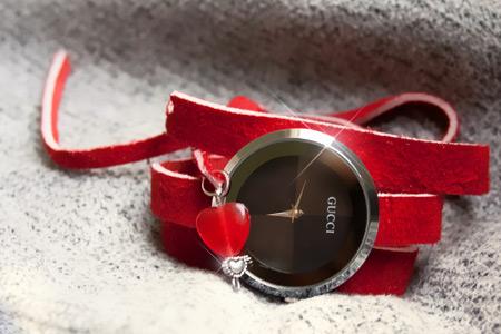 خريد ساعت مچي گوچي بند قرمز