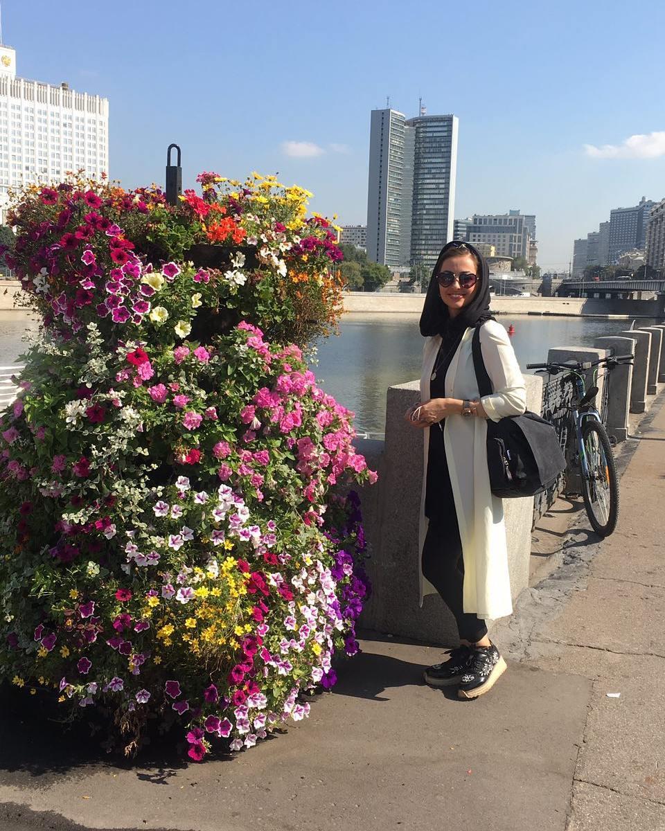 http://s8.picofile.com/file/8305590600/www_bartarpix_ir_nafiseh_roshan_russia_2017_6_.jpg