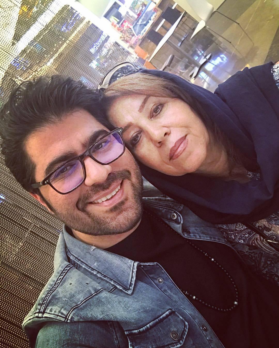 عکس سلفی حامد همایون با مادرش