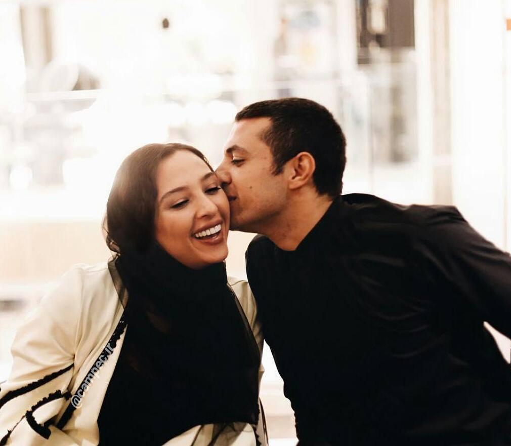 بوسه اشکان خطیبی بر همسرش