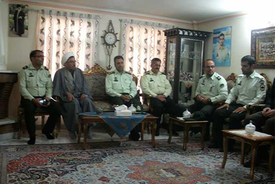دیدارنیروی انتظامی با خانواده شهید محمدعلی دولت آبادی به مناسبت هفته نیروی انتظامی