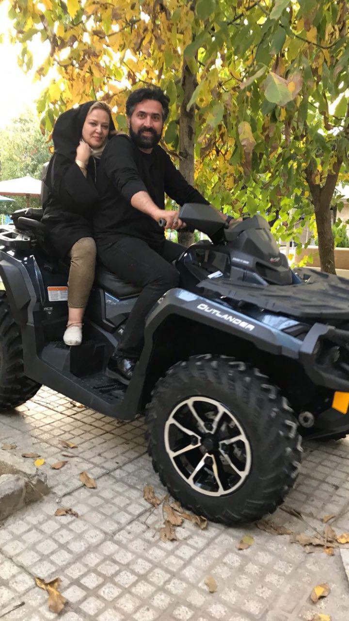 موتور سواری بهاره رهنما با همسرش