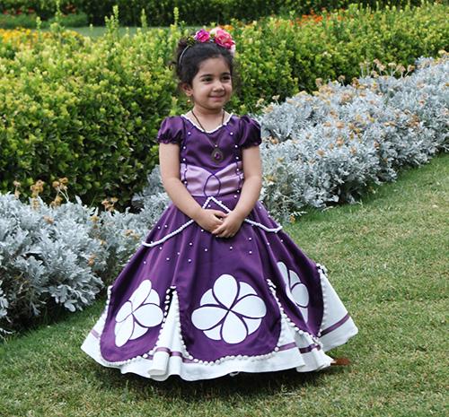 عکس تولد زیبا فضای باز باغ جهان نما حلما سه ساله شعر دخترم عاشقانه dokhtar shirazi bagh jahannama garden iran girl fashion لباس سوفیا صوفیا بنفش تاج گل