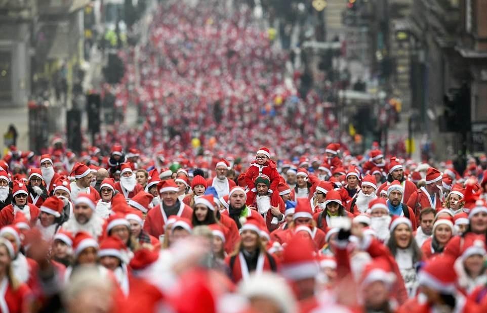 بابانوئل ها در شهر گلاسکو اسکاتلند