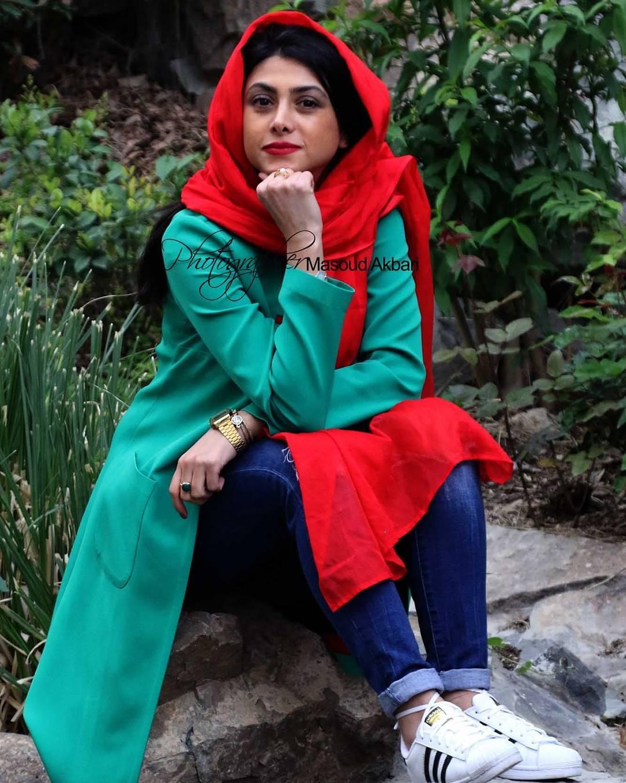 http://s8.picofile.com/file/8314321534/www_bartarpix_ir_azadeh_samadi_day96_4_.jpg