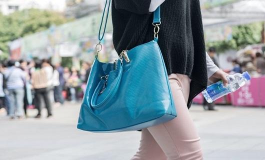 عوارض حمل کیف سنگین برای سلامت بدن چیست؟