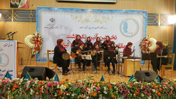 اجرای گروه موسیقی بانوان لاهیجان در نخستین آیین نکوداشت مادران در رشت