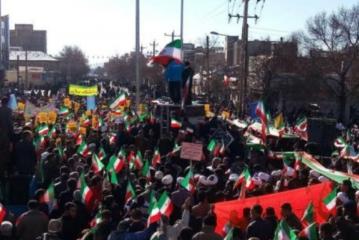 مسعود مصطفی جوکار پرچم ملایر را نصب کرد