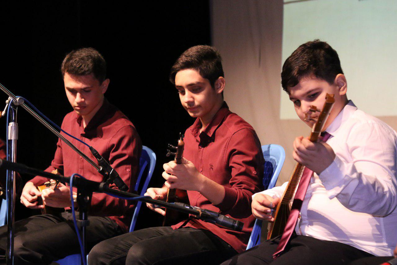 اجرای برنامه هنرجویان آموزشگاه موسیقی گلشن و آموزشگاه موسیقی نوا