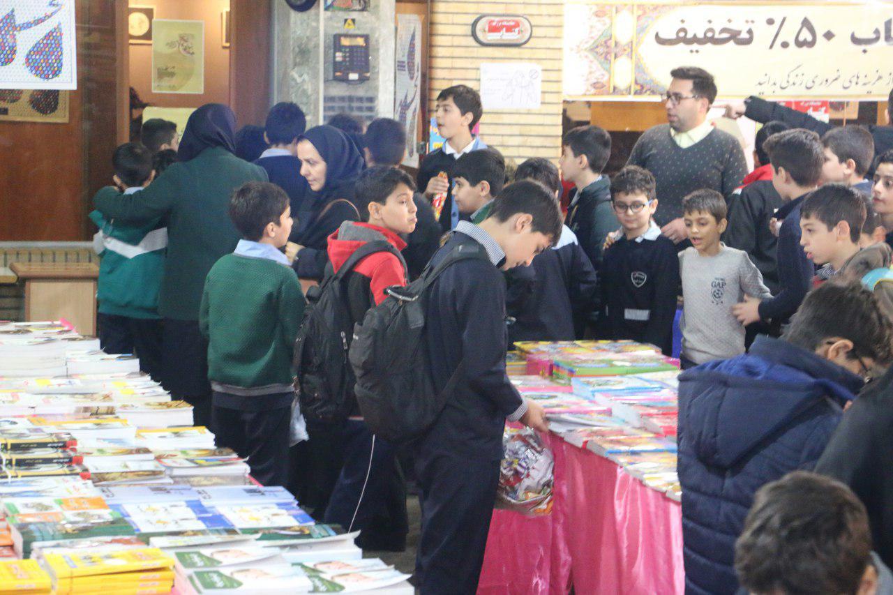 استقبال دانش آموزان مدارس مختلف رشت از نمایشگاه کتاب