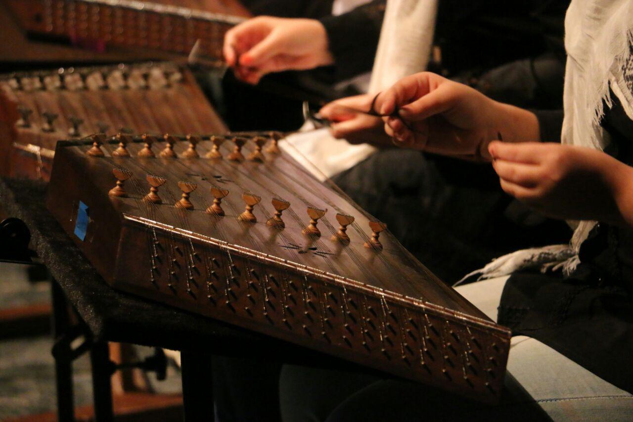 هنرجویان آموزشگاه موسیقی دیلمان در سالن شهید انصاری مجتمع فرهنگی هنری خاتم الانبیا رشت
