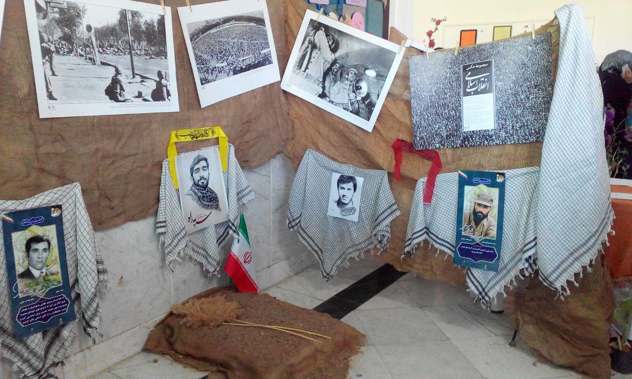 هدف از برگزاری نمایشگاه مدرسه انقلاب آشنایی با انقلاب و دستاوردهایش است